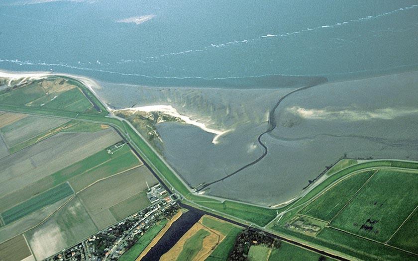 Luchtbild vom Watt bei De Cocksdorp (© www.fotofitis.nl)
