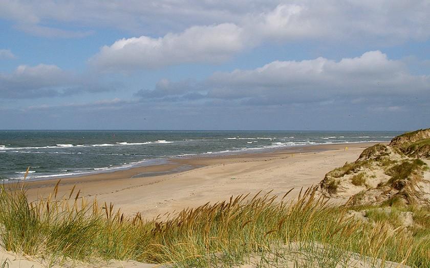 Doorkijk naar het strand