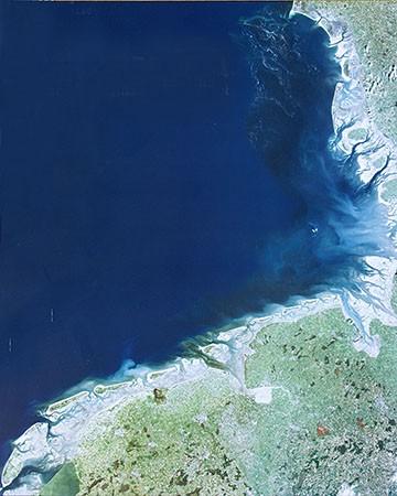 Satellietfoto van het waddengebied