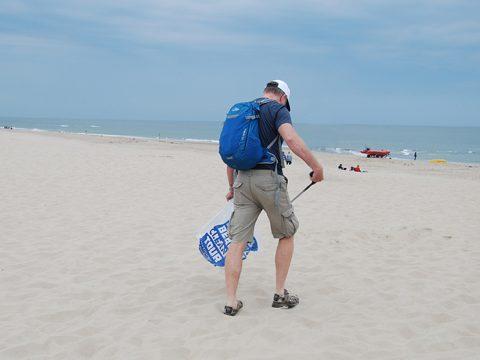 De deelnemers van de Beach Cleanup gaan van start