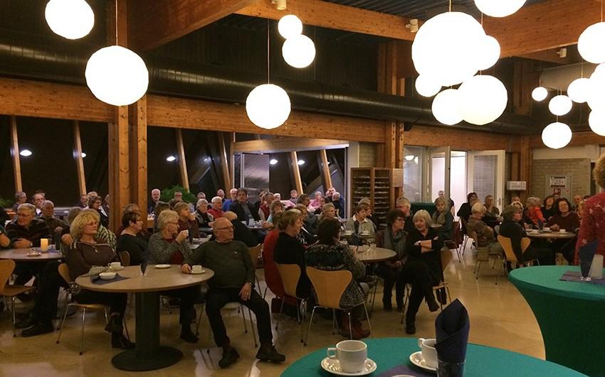 De vrijwilligers verzamelden zich in het restaurant van Ecomare.